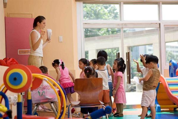 幼儿园申请短信群发软件协助管理使得三方受益